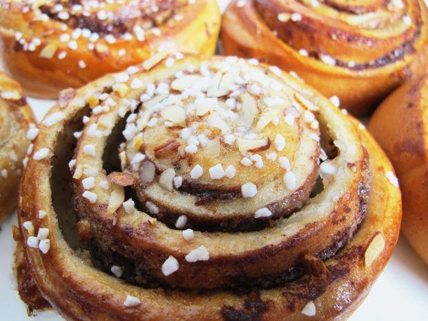Kanelbullar (KUH-neel-BOO-lahr): Classic Swedish Cinnamon Bun