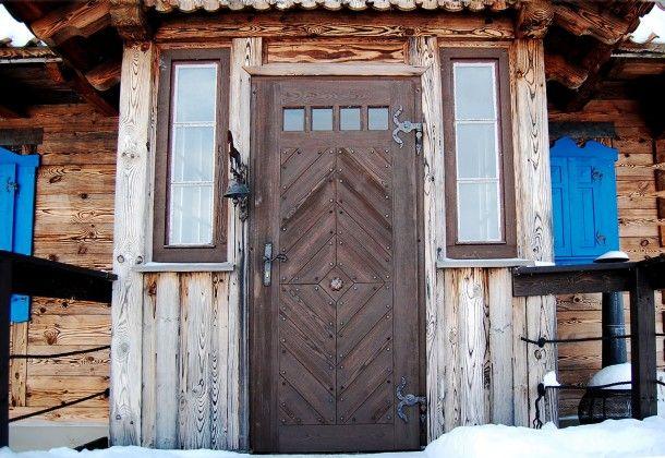 Drewniane drzwi wejściowe do domu