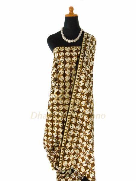 IDR: 150k | Batik Cap Jogja Motif Kawung (besar) | Ukuran kain: 2,05m x 1.16m | Kode: 301 | Note: Harga tidak termasuk kalung yang tertera di foto. #batik #dhamparkencono #solo #indonesia #boutique #batikcap