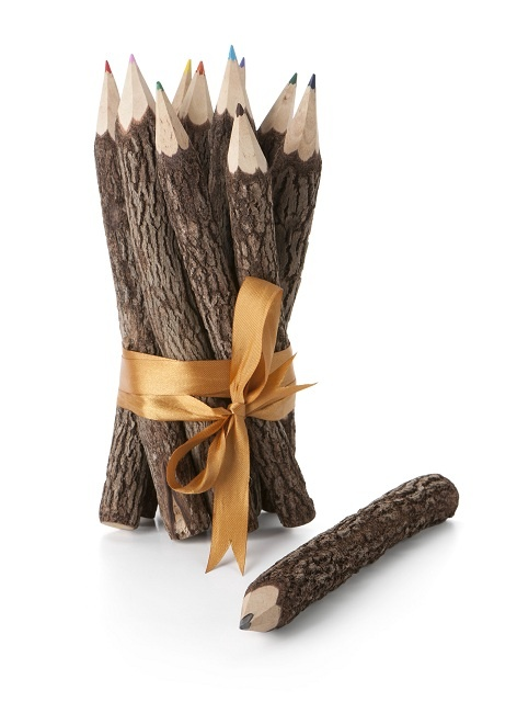 Prachtige #fairtrade kleurpotloden van Fairtrade Original gemaakt van boomschors. Slechts € 4,95. Leuk om cadeau te doen! Zie https://fairproductsplaza.nl/speelgoed-en-spellen/speelgoed/kleurpotloden-boomschors-assorti-10-kleuren.