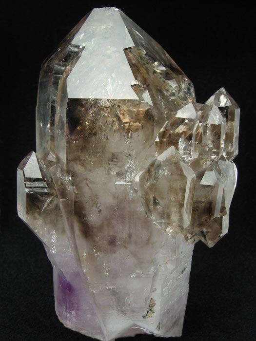 Cuarzo. Es el sanador y amplificador de energía más poderoso del planeta por su forma cristalina helicoidal, que es única