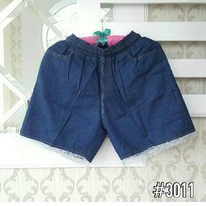 Hotpans (Celana Pendek) Jeans  Bahan Jeans karet keliling ada kantong plus variasi renda dikaki  Size Size fit L