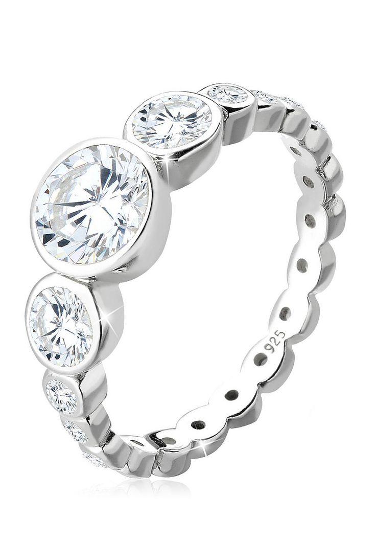 """Traumhaft funkelnder Ring aus feinem 925er Sterlingsilber mit 19 in Krappenfassung eingefassten Zirkonia (1x6mm, 2x4mm, 2x2mm, 14x1.5mm) in strahlenden Weiß.  Weitere Hilfe zur Ringgröße:  Angegebene Größe in mm entspricht """"Ring Innen-Umfang"""", Umrechnung in """"Ring Durchmesser Ø"""" wie folgt:  52mm Umfang = 16,5mm Ø 54mm Umfang = 17,2mm Ø 56mm Umfang = 17,8mm Ø 58mm Umfang = 18,4mm Ø  Produktdetail..."""