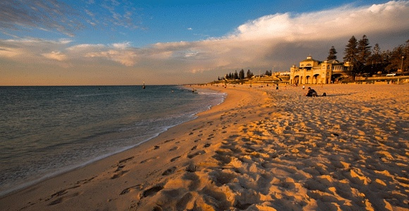 In 2009, Lonely Planet named Cottesloe Beach the world's 2nd best beach for families. Book Unique Hotels up to 70% off clicking on photo. #cottesloehotels