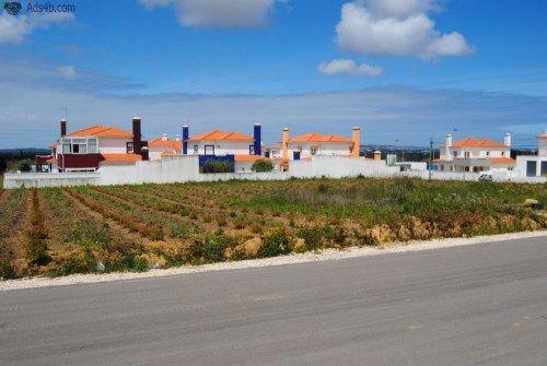 RV1178 Terreno à venda em Óbidos. Fantástico terreno urbanizável, possibilidade de construir até 7 moradias. Localizado na zona das Gaeiras, entre Caldas da Rainha e Óbidos. Totalmente plano...