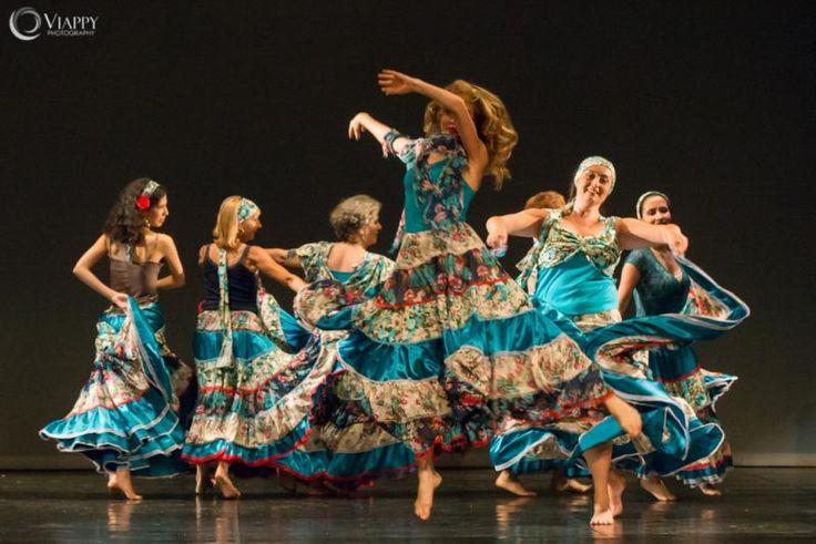 Danzare con Victoria Ivanova è un'esperienza davvero unica. Victoria è una danzatrice innamorata della musica e della vita: quando la si vede ballare, è impossibile stare fermi e non essere trascinati dalla sua allegria, dalla sua passione travolgente. #gypsy #duende #danzadelventre . ogni martedì dal 22 settembre ! info@spazioaries.it