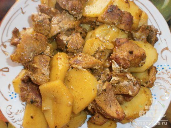Свинина с картофелем в рукаве (картофель, свинина и специи)
