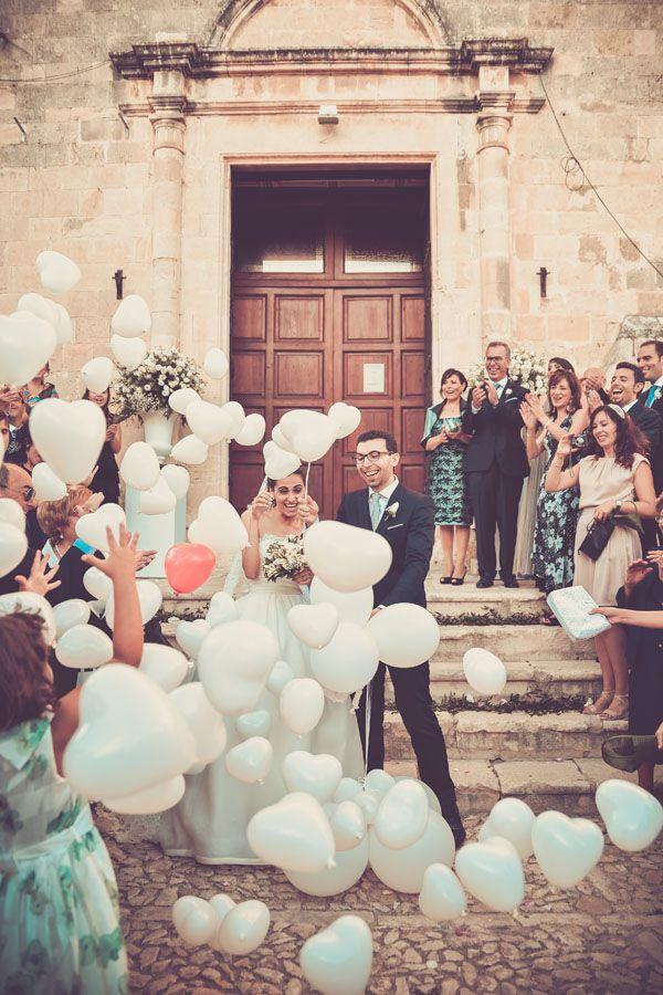 heart balloons! http://weddingwonderland.it/2015/08/matrimonio-romantico-grigio-rosa.html