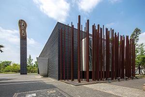 Vesa Honkonen: Church of Shadows, Chengdu, Kiina. Vesa Honkonen työskenteli aikaisemmin Steven Hollin toimistossa ja hoiti Kiasman suunnittelua Helsingissä. Luterilaisessa kirkossa on Nina Roosin alttaritaulu.