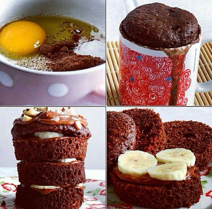 Bolo de caneca sem farinha: 1 ovo, 1 colher de sopa de aveia (flocos), 2 colheres de sopa de achocolatado em po diet ou cacau em pó (caso use o cacau, pode adoçar com adoçante culinário ou mel) , 2 colheres de sopa de leite, 1 colher de chá de fermento. Misturar tudo e levar ao microondas por 2 a 3 minutos.
