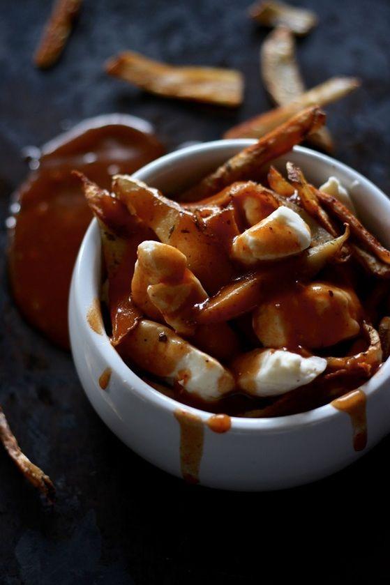 poutine maison au paprika avec brins de gouda sans lactose
