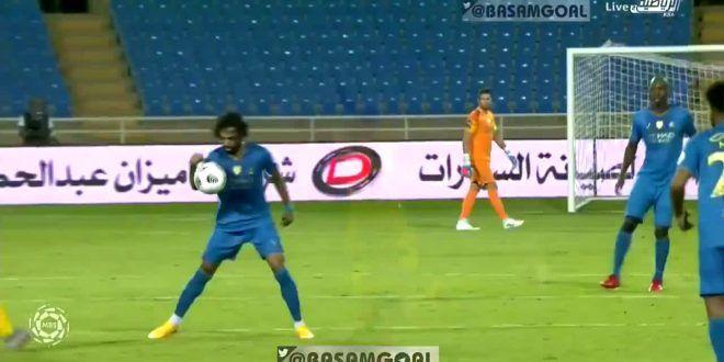 اصابة عبدالمجيد الصليهم بعد تدخل من اميسي النصر التعاون Soccer Field Sports Soccer
