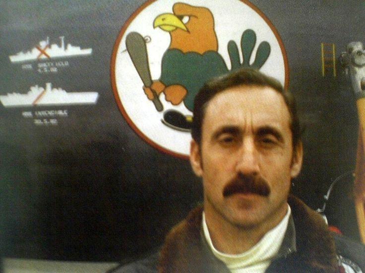 Capitan de Navio de la Armada Argentina Augusto Bedacaratz con un misil exocet hundió un Buque Británico en 1982