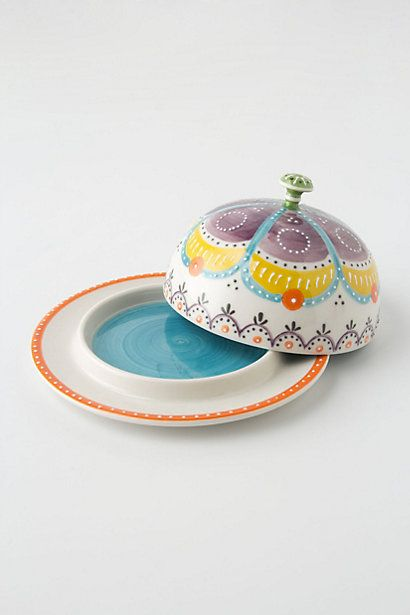 I could design a whole kitchen around this pretty little butter dish. I could. I promise.