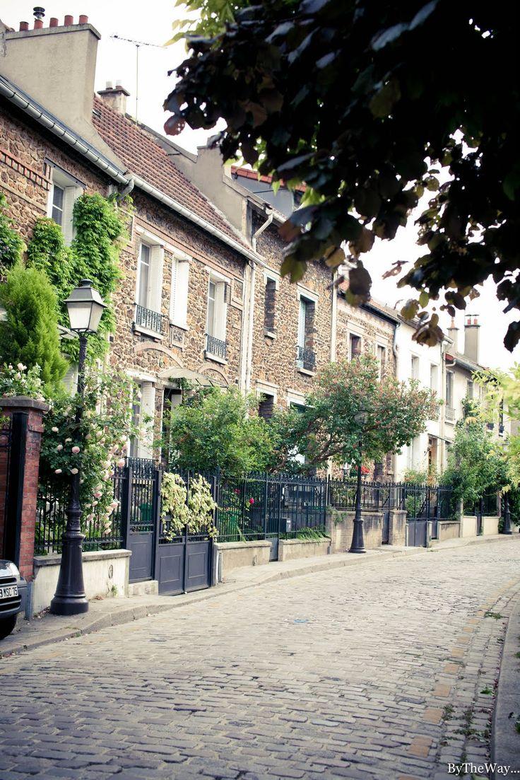 La Campagne à Paris. La rue Jules-Siegfried est une voie publique située dans le 20e arrondissement de Paris. Elle débute au 1 rue Irénée-Blanc et se termine au 29 rue Irénée-Blanc. La rue fait partie du lotissement la Campagne à Paris; elle est comme les autres rues de ce lotissement entièrement bordée de petites maisons de ville.