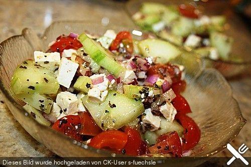 Mediterraner Tomaten - Gurkensalat mit Feta