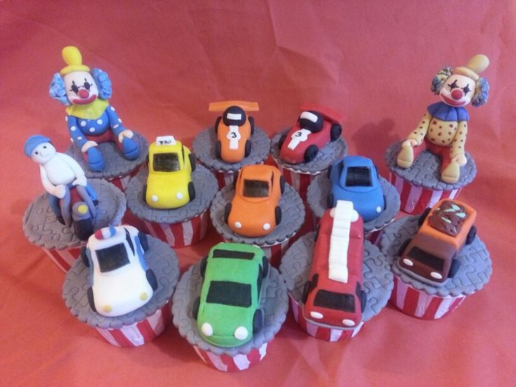 Vehicles theme cupcakes..ooppsss..what's the clown doing there..:p