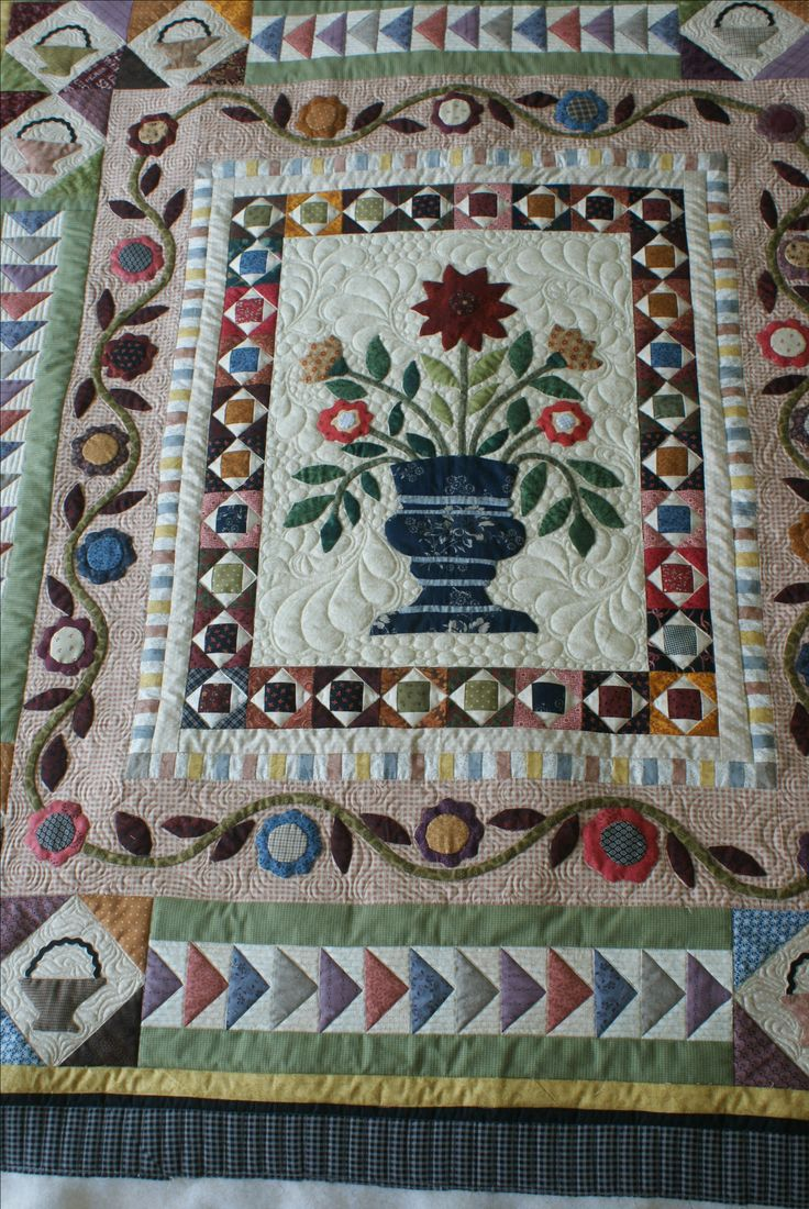 Pieced and Appliqued by Lynette Heyes.Quilted by Merle Gilson