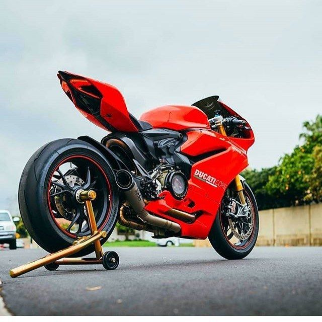 #Ducati1299 #Motorcycle #Ducati #Ducati1199 Sport bike, Ducati 899, Superbike racing, Tire - Follow @extremegentleman for more pics like this!