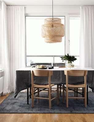 En août 2015, Ikea lançait la collection capsule Sinnerlig imaginée par la créatrice anglaise Ilse Crawford. Une ligne d'une vingtaine de pièces en matériaux naturels comme le liège et le bambou. Près de deux années plus tard, cette collaboration rencontre toujours autant de succès. C'est surtout le cas de la suspension ...