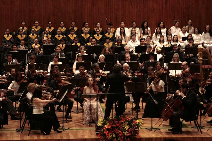 La Orquesta Filarmónica de la Ciudad de México interpretó Sinfonía No 3 en re menor de Gustav Mahler.  Foto: Abril Cabrera A. El Coro de Cámara y Coro de la Escuela Nacional de Música de la Universidad Nacional Autónoma de México acompañó a la Orquesta Filarmónica de la Ciudad de México en la interpretación de Gustav Mahler. Foto: Abril Cabrera A.