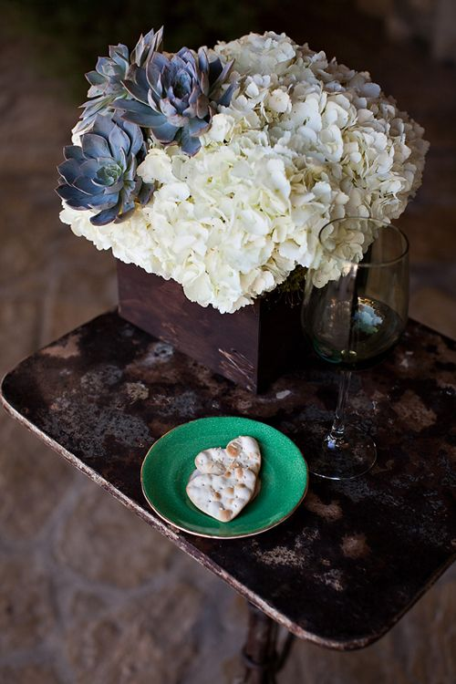 Hydrangea-and-Succulent-Centerpiece