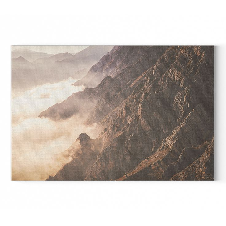 Hegyek a ködben