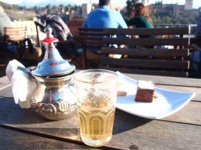 アルハンブラ宮殿を眺めながらチャイハネ♪