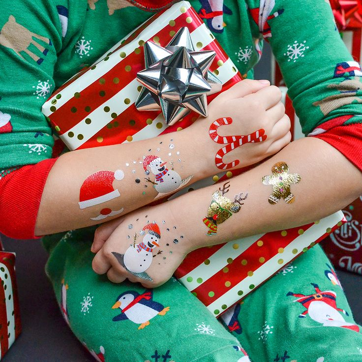Peace, love, and holiday Flash! 🎁   #happyholidays #christmas #merrychristmas #christmasiscoming #holidayfun #festive #flashtat #holidayvibes #merryeverything #verymerry