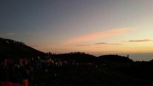 tercatat lebih dari 4.000 orang mendaki Gn.Prau di hari yg sama dg pendakian kami. #30Agustus2014