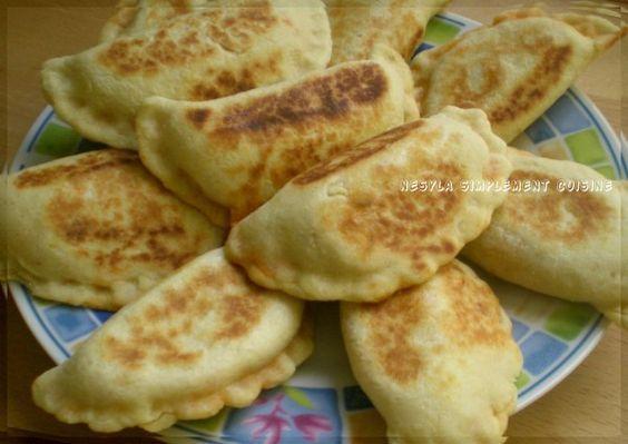 Salam, Voici une délicieuse recette que j'ai découvert sur le blog évasion culinaire. Une idée d'accompagnement pour vos soupes en ce mois de ramadan. Je vous les conseille car la pâte est super légère. Ils n'ont vraiment pas fait long feu, tout est partie...