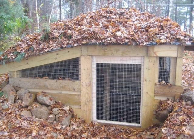 Underground Chicken Coop - Not sure it would work in our back yard but I'd LOVE something like this if I lived in the country.  Would work great to help balance temperature.