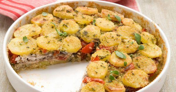 La ricetta facile e sfiziosa per preparare il tradizionale tortino di patate con acciughe: una torta salata di pesce da servire come secondo o antipasto.