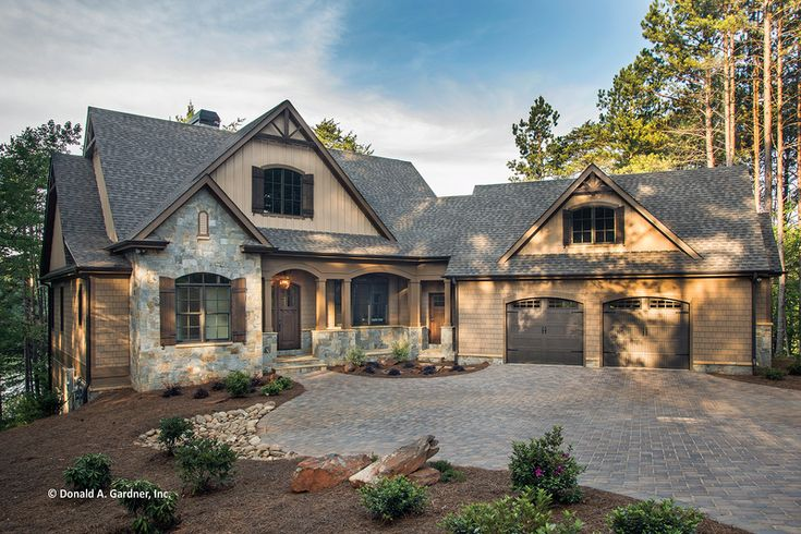 Craftsman Style House Plan - 4 Beds 4 Baths 2896 Sq/Ft Plan #929-2 Exterior - Front Elevation - Houseplans.com