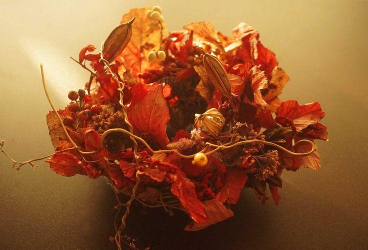 ドライフラワーリース  にがいちごの葉を使って。
