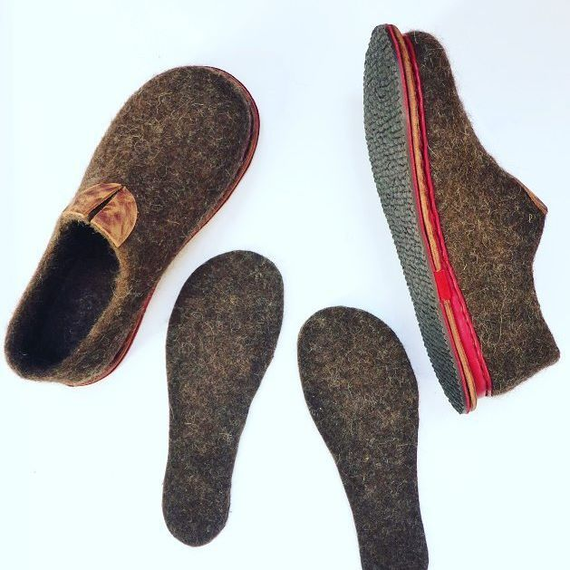 For all our handmade felted shoes we add extra wool insoles for more warm and…