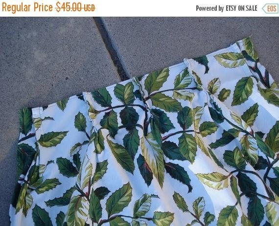 CyberMondaySale Vintage 1950s Mid Century Curtain Tropical Green 1 Panel #drapery #CurtainPanel #1950s #fabric #RetroHome #holly #hawaiian #drapes #MidCentury #tropical