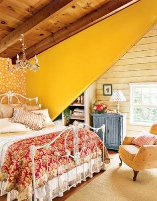 Çatı katında yatak odası dekorasyonu