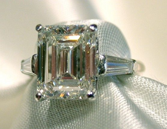 "❦ Emerald cut rings are like ""pillars of light"". You have to have a good diamond for this cut."
