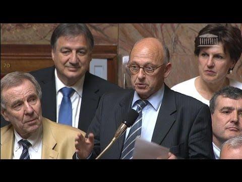 Politique - Un député imite Julien Lepers à l'Assemblée nationale - 16/04 - http://pouvoirpolitique.com/un-depute-imite-julien-lepers-a-lassemblee-nationale-1604/
