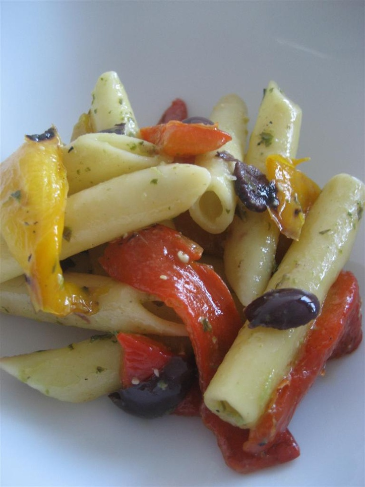 pasta peperoni e pesto  http://www.ledolciricette.it/2012/11/14/pasta-peperoni-e-pesto/7102