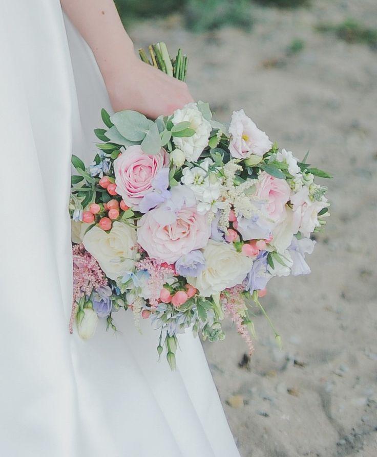 Белыми лилиями, букет для невесты г. одесса