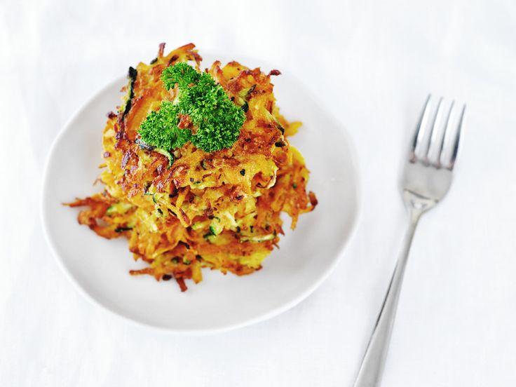 Het recept voor zoete aardappelkoekjes met courgette van 88 Food. De koekjes zijn lekker, gezond en ideaal als bijgerecht of snack.