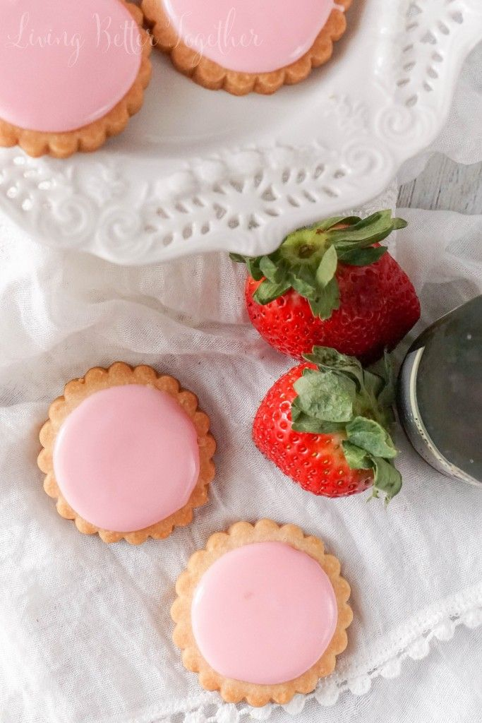 Strawberry Champagne Shortbread Cookies - PLACE OF MY TASTE