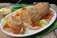 Il polpettone di tonno e patate è una ricetta fresca e leggera, ideale da preparare in estate, in quanto è un secondo piatto che va servito freddo.