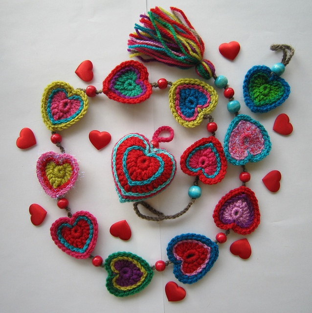likeValentine'S Day, Crochet Necklaces, Crafts Ideas, Pattern, Valentine Day, Heart Garlands, Crochet Hearts, Beautiful Crochet, Belts