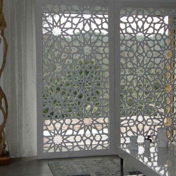 Séparation design artisanal marocain - par le cabinet Innovation Deco - spécialiste de Découpe CNC & Laser - Réalisation de tous mobiliers d'intérieur sur mesure - Laqué - Menuiserie - Stands - Enseignes - Présentoirs - Trophées - Séparation - Revêtement mural. Casablanca- Maroc
