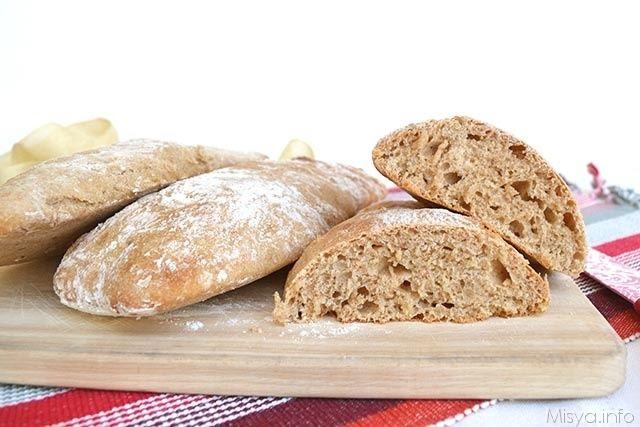 Oggi vi propongo il pane veloce integrale, un impasto molto idratato che si prepara mescolando l'impasto con un cucchiaio e che in 2 ore vi farà ottenere