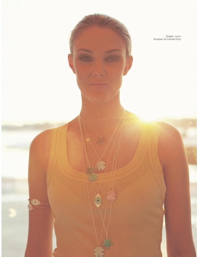 Foto: Benjamin Krauss - Styling: Nina Bråthen- Nordland Modell: Cathrina Folstad Aglen Singlet: Lulus i Skippergata Smykker: Camilla Prytz