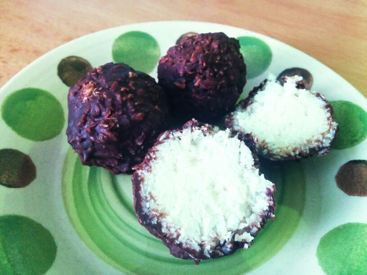Healthy and sweet!  Just coconut, coconut oil, dark chocolate and butter.